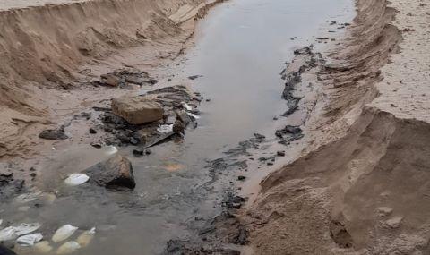 Проливните дъждове деформираха плажовете в Созопол и нанесоха сериозни щети (СНИМКИ) снимка #1