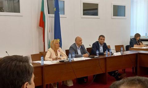 """Манолова: Схемата """"ин хаус"""" е на предишното правителство на Борисов - 1"""