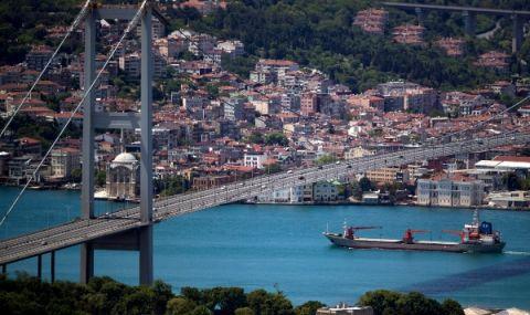 Голям кораб аварира в Босфора