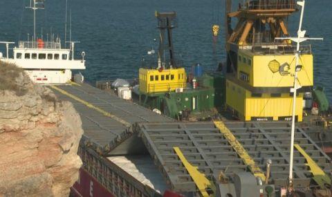 Започна операция по разтоварването на заседналия кораб край Камен бряг - 1