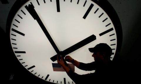 Тази нощ местим стрелките на часовника с час напред
