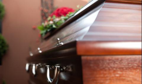 83-годишна баба скочи, преди да я погребат