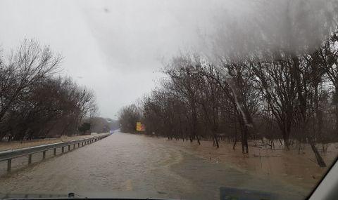 Ропотамо преля, затвориха пътя Созопол-Приморско