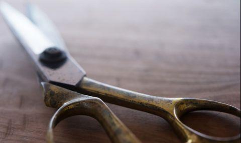 Подробности за многократното наръгване с ножица на мъж на