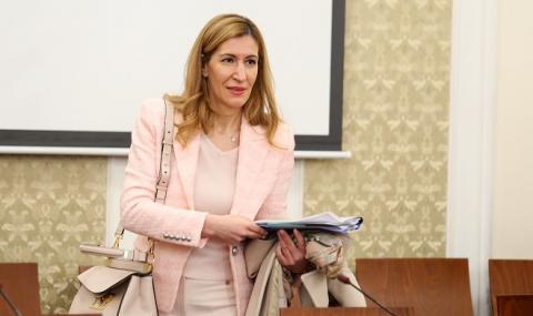 Ангелкова: Туризмът е най-засегнат от пандемията