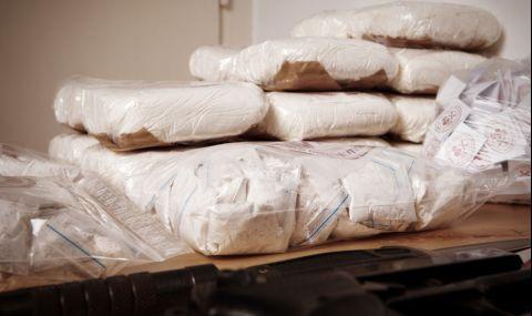 Откриха 46 кг кокаин в товарен кораб в Гърция