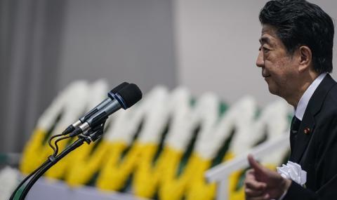 Японският премиер Шиндзо Абе влезе по спешност в болница