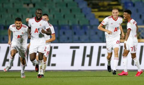 Всички футболисти на Сайрънс получават по-малко от звезда на ЦСКА