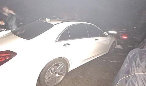 Иззеха документи и луксозни автомобили от мнимите