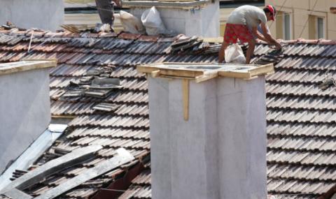Мъж почина, падайки от покрива на къща в Дулово