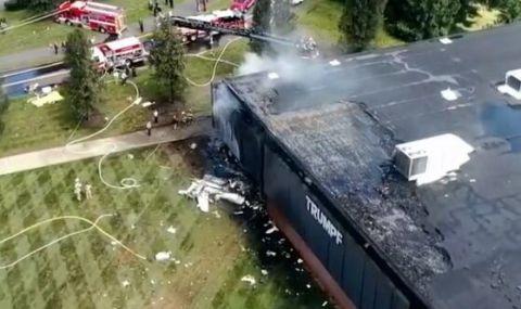 Малък самолет се вряза в сграда в САЩ - 1