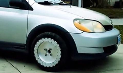Как да карате настрани, без да въртите волана (ВИДЕО)