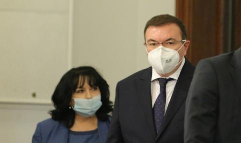 Министрите Ангелов и Петкова се самоизолираха