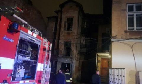 Взрив и пожар в столицата, изгоря етаж от сграда