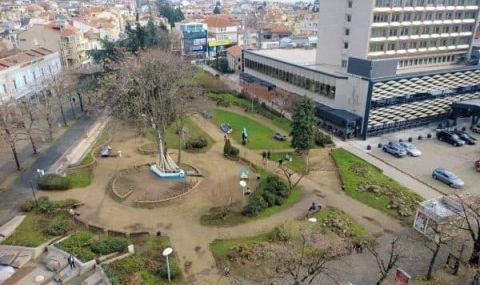 Общински съветник в Бургас: Ще разрушат площада с Часовника, за да увеличат паркоместата на казино