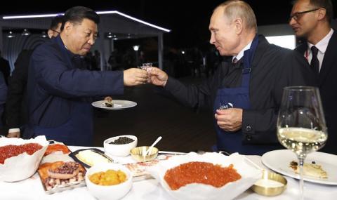 Путин и Си скрепиха дружбата на по чашка (ВИДЕО+СНИМКИ)