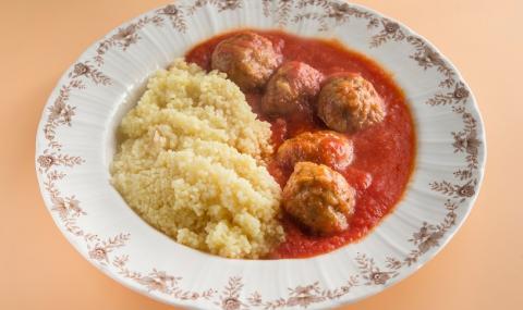 Рецепта за вечеря: Кюфтенца по марокански с доматен сос
