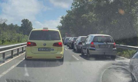 Огромно задръстване на пътя Бургас – Созопол заради катастрофа
