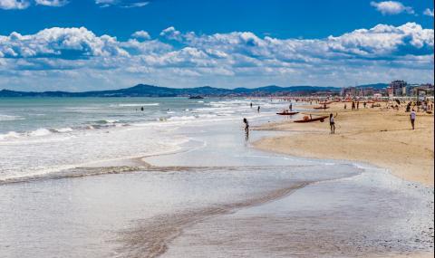 Италия забрани къпането в най-посещавания от българи курорт