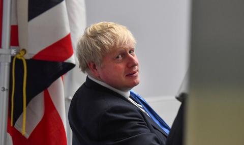 Борис Джонсън не бърза да вдига карантината на Острова