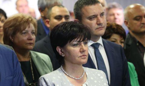Караянчева: Нека не забравяме уроците на изминалите 12 месеца