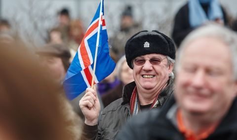 Празнично събитие с фойерверки в Исландия