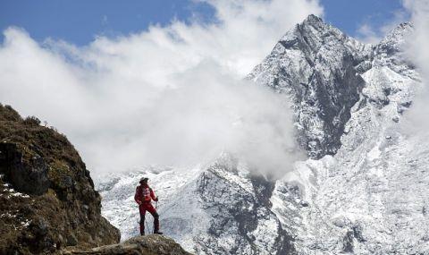 Трима алпинисти са в неизвестност в подножието на К2
