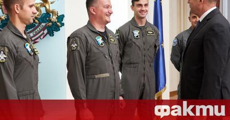 Президентът и върховен главнокомандващ на Въоръжените сили Румен Радев се