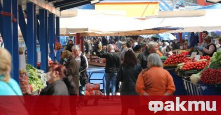 Търговци на плодове и зеленчуци от Женския пазар нападнаха инспектори