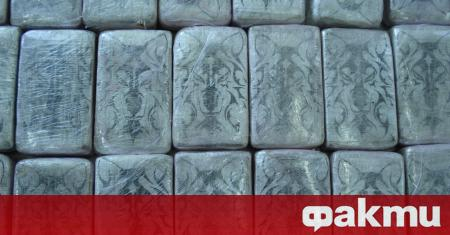 Близо 17 килограма хероин са били открити в лек автомобил,