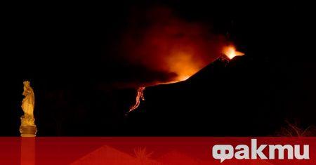 Вулканът Етна на остров Сицилия отново изригна днес и прати