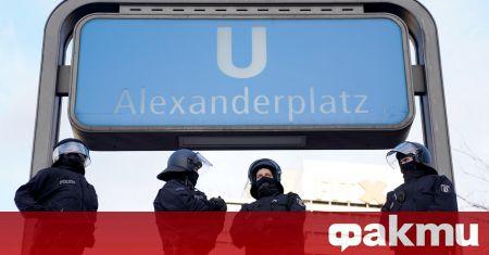 Властите арестува двама души, които се представяли за полицейски служители