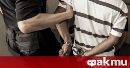 Млад мъж, изпотрошил полицейски автомобил, е задържан в ареста на