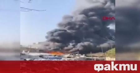 Силен пожар избухна в съоръжение за рециклиране на хартиени отпадъци