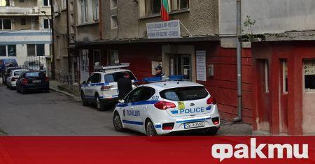 Изненадваща акция в Дупница. Полицаи и пожарникари са се струпали