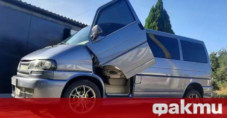 Много необичаен Volkswagen T4 от 2000 г. се продава в