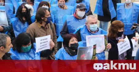 Протест пред Народното събрание организираха днес от синдиката КТ