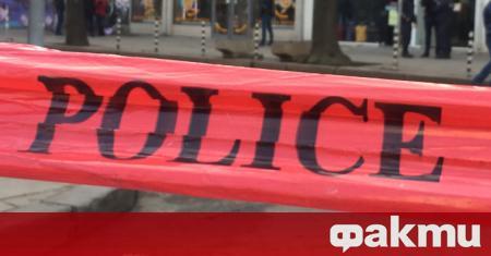 Столични полицаи са задържали трима мъже непосредствено след извършен въоръжен