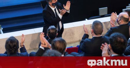 Новият президент на Барселона Жоан Лапорта е взел първите си