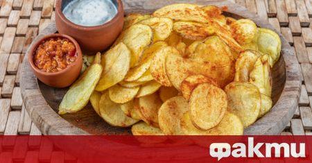 Необходими продукти: • 3 – 4 картофа • 2 лъжици