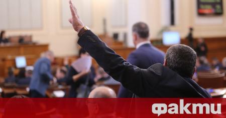 Депутатите, членовете на Министерския съвет, членовете на политическите кабинети и