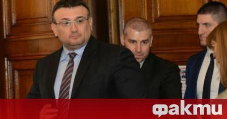 Вътрешният министър Младен Маринов обяви, че няма да приеме оставката