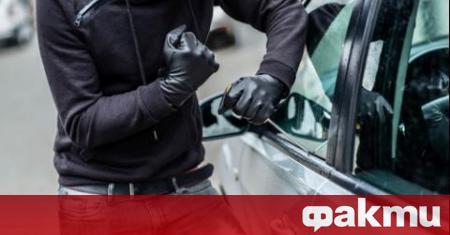17-годишно момче бе арестувано след кражба на кола и колело.