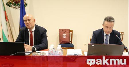 Конституционният съд ще заседава днес по искането на Министерски съвет
