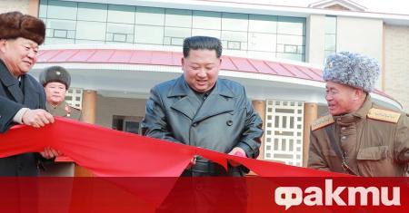 КНДР е под властта на тоталитарен режим, който следва различни