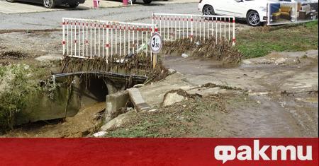 Пороен дъжд, продължил повече от час, наводни улиците в Благоевград.
