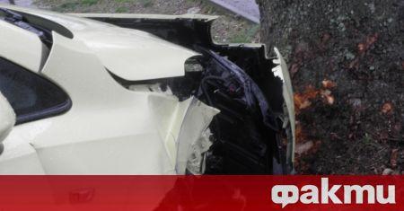 Един човек е пострадал при катастрофа между такси и товарен