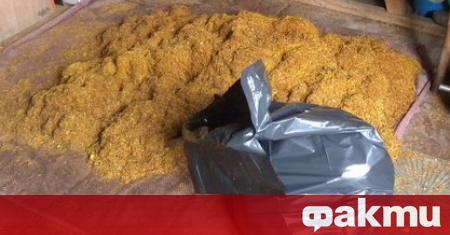 Един тон незаконен тютюн, подготвен за пакетиране, е открит при