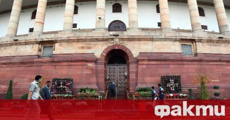 Индийският премиер Нарендра Моди обяви, че той и висши представители