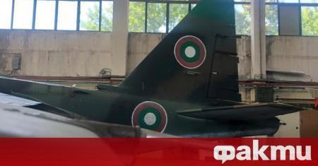 """Първите два ремонтирани самолета Су-25 бяха доставени в авиобаза """"Безмер"""""""